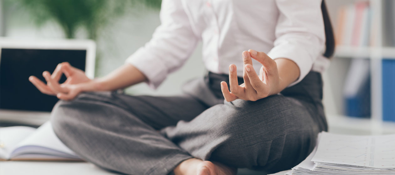 5 SIMPLE YOGA STRETCHES FOR WORK